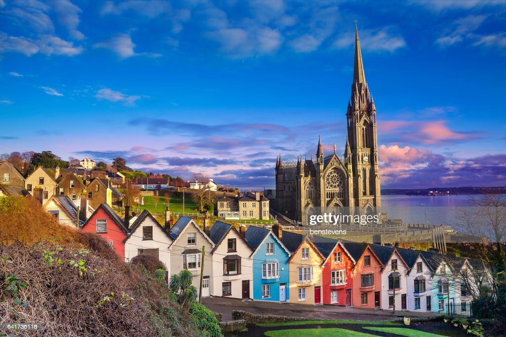 h user und kathedrale in cobh irland stock foto getty images. Black Bedroom Furniture Sets. Home Design Ideas