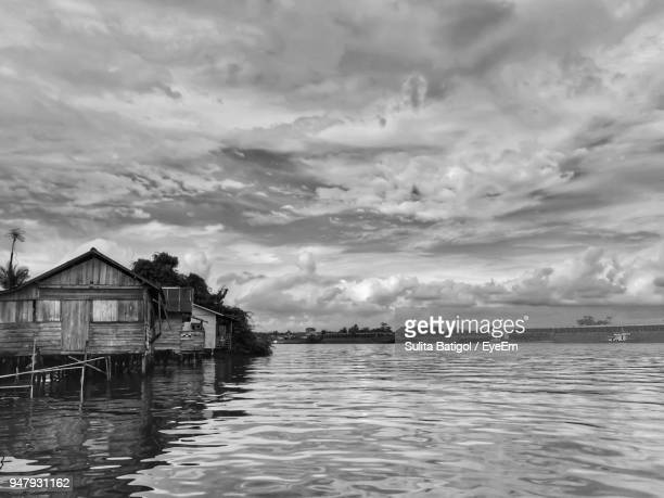 houses by sea against sky - west kalimantan stock pictures, royalty-free photos & images