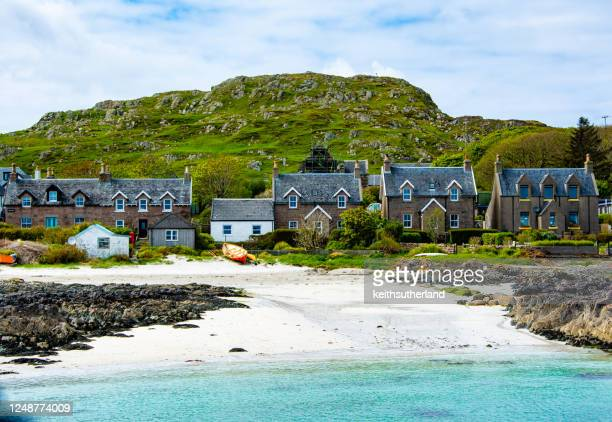 houses by the beach, iona, inner hebrides, scotland, uk - scotland stock pictures, royalty-free photos & images