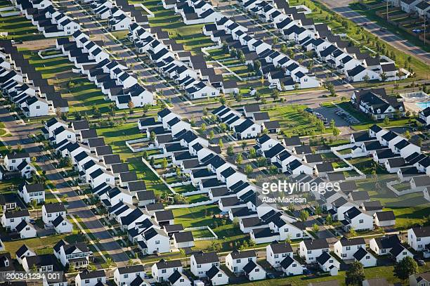 houses in suburban neighborhood, aerial view - columbus ohio stock pictures, royalty-free photos & images