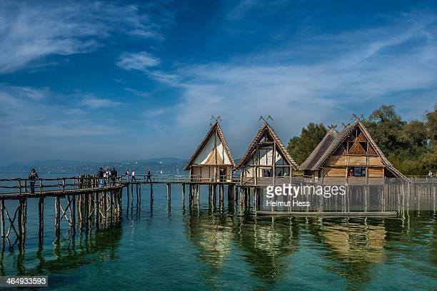 houses in the lake - bodenmeer stockfoto's en -beelden