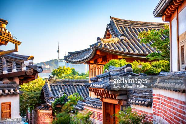 houses in town against sky - seoul stock pictures, royalty-free photos & images