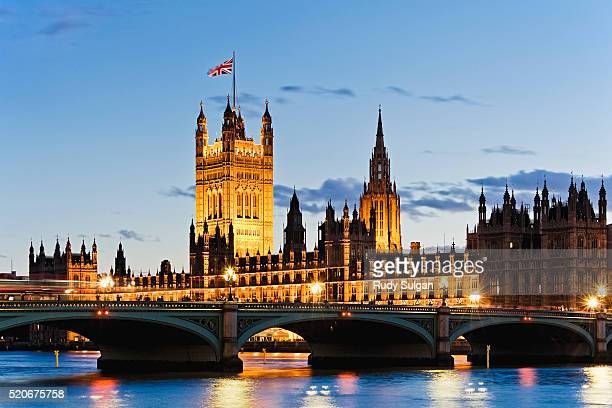 houses of parliament and westminster bridge - victoria tower stock pictures, royalty-free photos & images