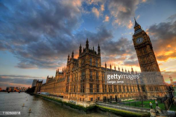 houses of parliament at sunset - sergio amiti stock pictures, royalty-free photos & images