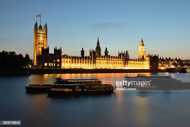 CONTENT] Houses of Parliament in London photographed at night
