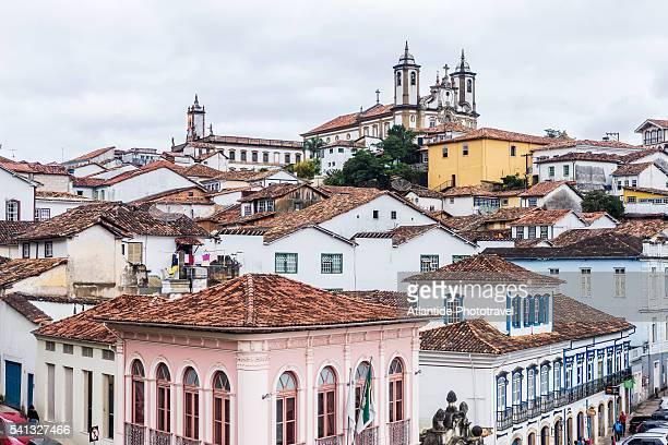 houses of rua (street) senador rocha lagoa and, on the background, the igreja (church) de nossa senhora do carmo - rua fotografías e imágenes de stock