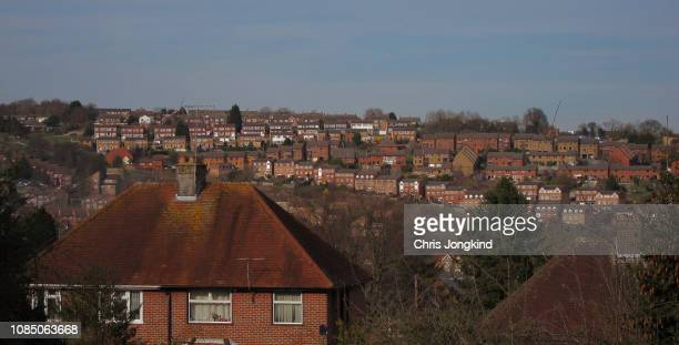 houses on hills in a townscape - ハイウィッカム ストックフォトと画像