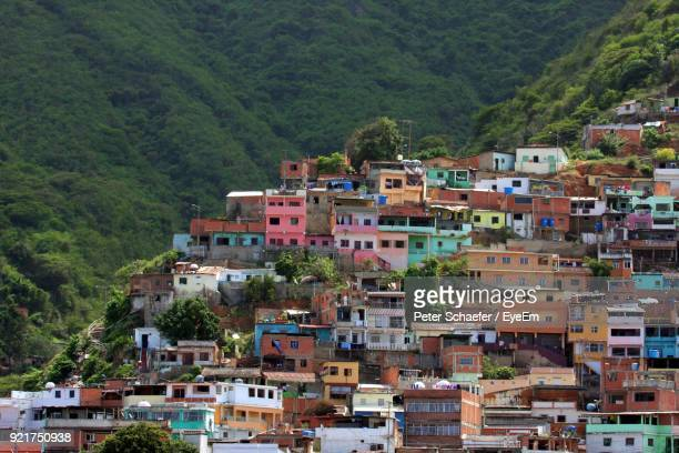 houses on mountain against sky - venezuela stock pictures, royalty-free photos & images
