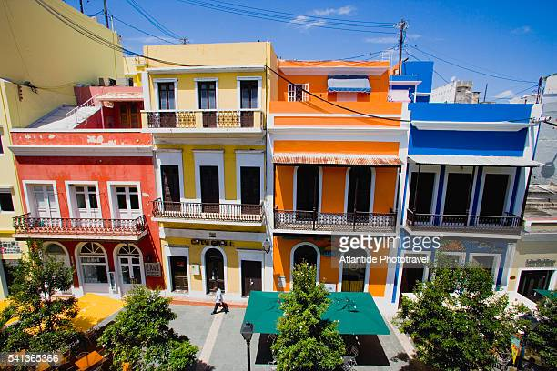 houses on recinto sur street in old san juan - old san juan stock pictures, royalty-free photos & images