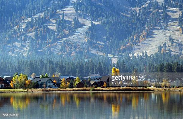 Houses sit on the lake coast below the ski slopes in autumn in Big Bear Lake in Southern California