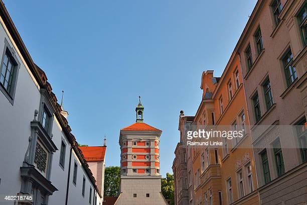 houses with tower - augsburg zwaben stockfoto's en -beelden