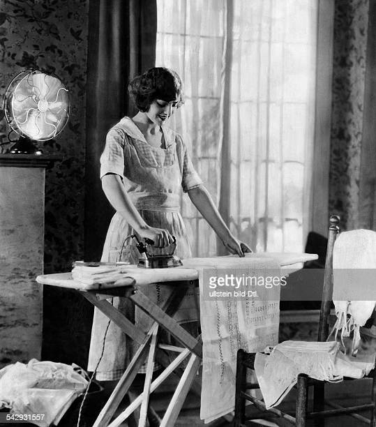 Housewives household chores A woman ironing undated probably 1926 Published by 'Tempo' Vintage property of ullstein bild