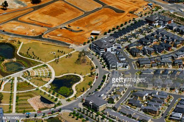 housing developement, campbelltown, ambarvale,  south-west sydney, aerial photography - housing difficulties stock pictures, royalty-free photos & images