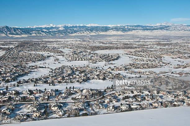 housing development along the front range - front range mountain range stock pictures, royalty-free photos & images