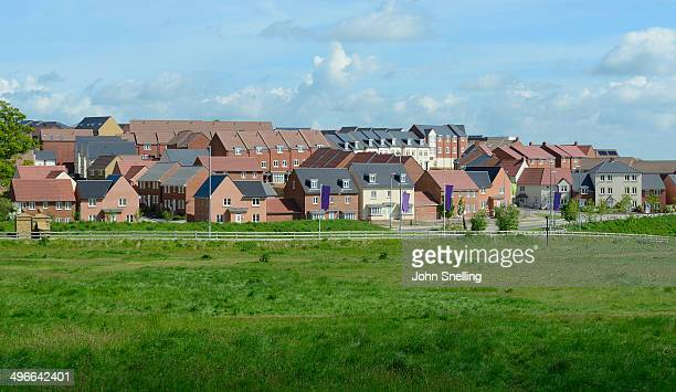 housing estate - yeovil stock pictures, royalty-free photos & images