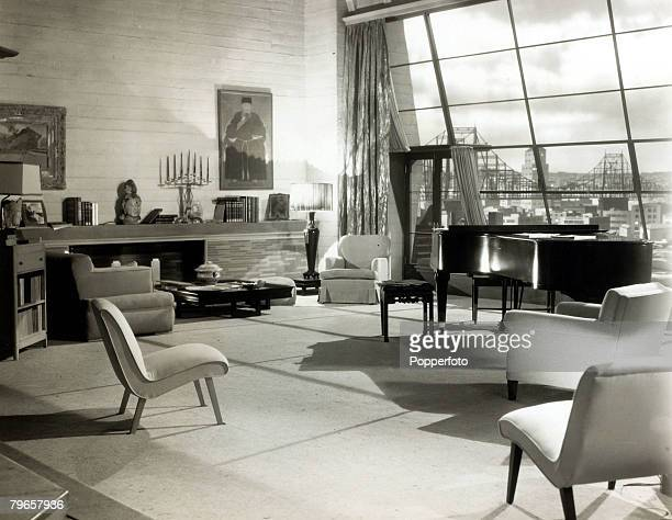 Housing / Travel New York USA 1950's An interior view of a studio penthouse in New York showing the living room