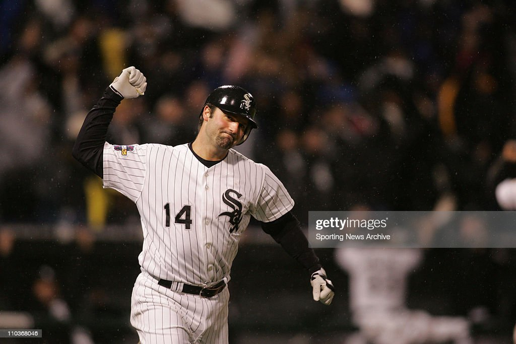MLB World Series 05: Astros at White Sox - Game 2 : News Photo