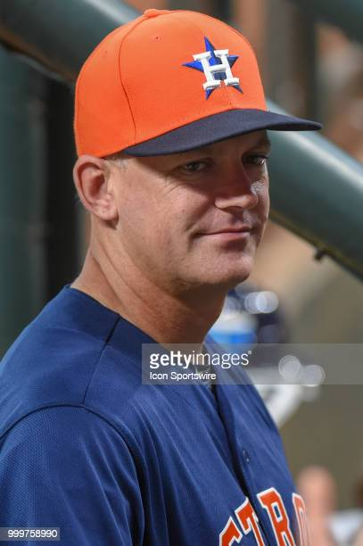 Houston Astros manager AJ Hinch talks to members of his team before before the baseball game between the Detroit Tigers and the Houston Astros on...