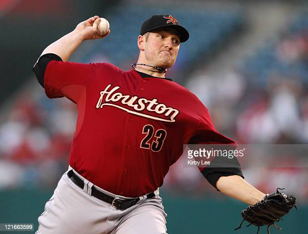 Houston Astros starter Jason Jennings pitches during 9-5 victory over the Los Angeles Angels of Anaheim in Major League Baseball Interleague game at...