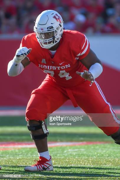 Houston Cougars offensive lineman Josh Jones prepares to pass block during the football game between the USF Bulls and Houston Cougars at TDECU...