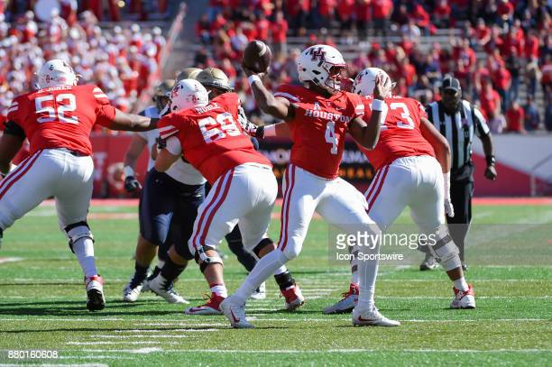 Houston Cougars quarterback D'Eriq King enjoys a clean pocket as he looks to pass to the right flat during the football game between the Navy...