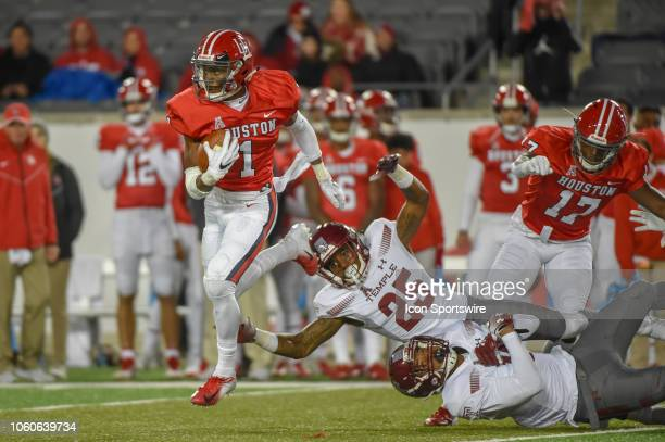 Houston Cougars return specialist Bryson Smith breaks two tackles for a long second half kickoff return during the football game between the Temple...