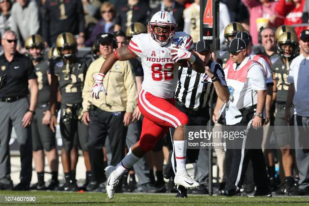 Houston Cougars tight end Romello Brooker runs for a first down during the Armed Forces Bowl between the Houston Cougars and Army Black Knights on...