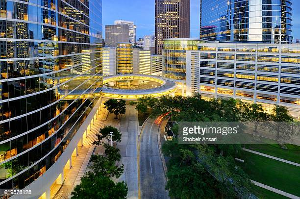 houston financial district at night - houston texas fotografías e imágenes de stock