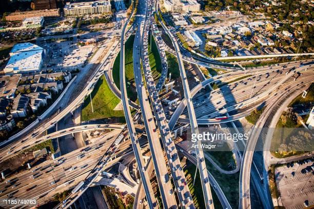 houston freeway interchange - houston texas fotografías e imágenes de stock