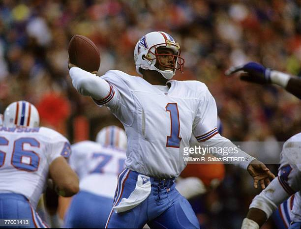 Houston Oilers quarterback Warren Moon elected to the Pro Football Hall of Fame class of 2006 fires a pass during the AFC Divisional Playoff a 2624...