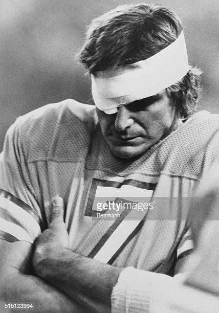 Oilers vs Bengals Houston Oilers QB Dan Pastorini was knocked out of the game in the 2nd quarter when he was hit in the eye and spent the second half...