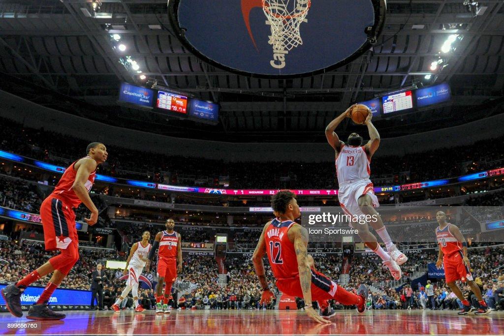 NBA: DEC 29 Rockets at Wizards : Photo d'actualité