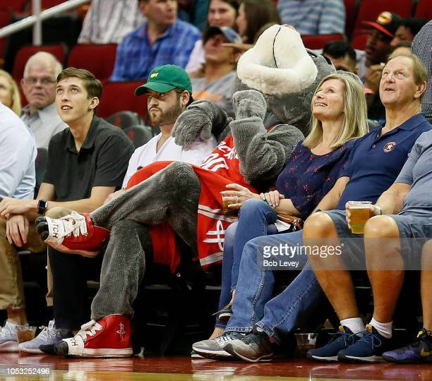 Rockets Vs Warriors 2018 19: Clutch The Rockets Bear Stock Photos And Pictures