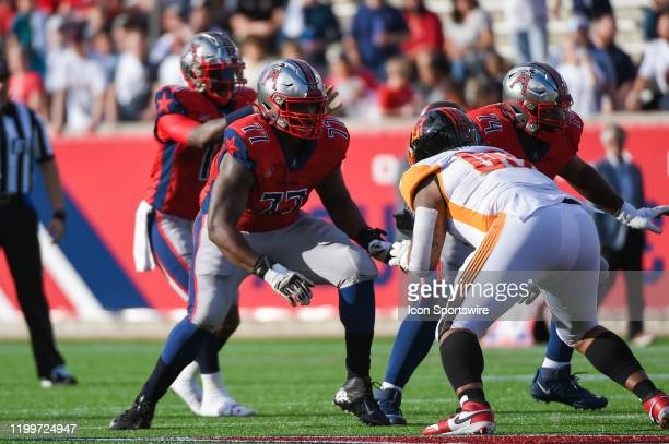 Houston Roughnecks offensive lineman Kelvin Palmer prepares to pass block during the XFL football game between the Los Angeles Wildcats and Houston...