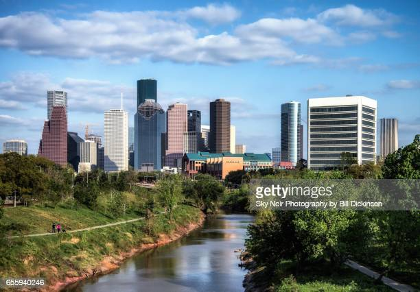 houston skyline and buffalo bayou - houston texas fotografías e imágenes de stock
