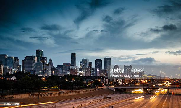 houston skyline - houston texas fotografías e imágenes de stock