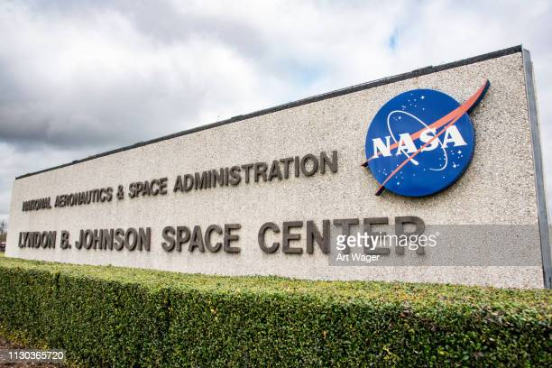 houston space center sign - houston stock pictures, royalty-free photos & images