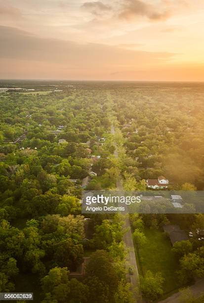 houston suburbs from above - houston texas fotografías e imágenes de stock