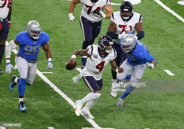 Houston Texans quarterback Deshaun Watson carries the ball under the pressure of Detroit Lions defensive end Romeo Okwara and Detroit Lions defensive...
