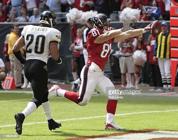 Houston Texans tight end Owen Daniels scores in front of Jacksonville Jaguars safety Donovin Darius in the fourth quaerter The Houston Texans...