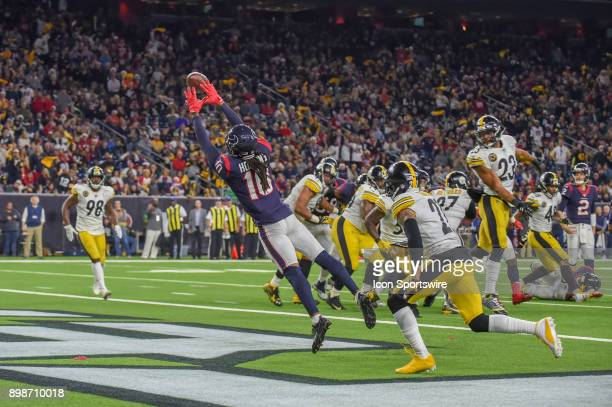 Houston Texans wide receiver DeAndre Hopkins has a two point conversion attempt glance off his fingertips during the football game between the...