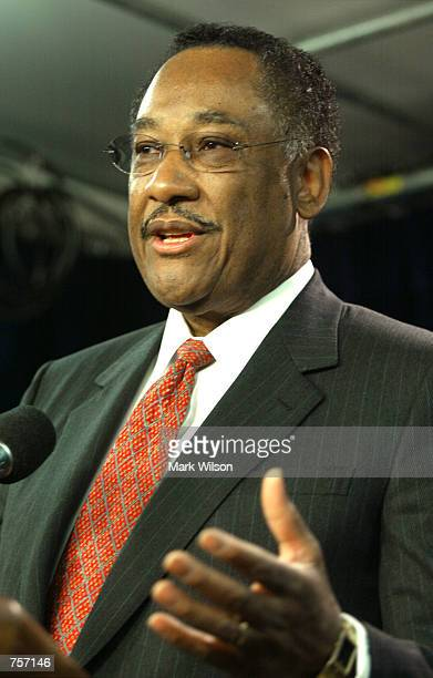 Houston Texas Mayor Lee P Brown speaks at the Foreign Press Center April 5 2002 in Washington DC Brown spoke about the state of the US energy...