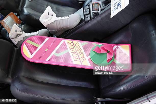 Hoverboard im Delorean aus 'Zurück in die Zukunft' als Ausstellungstück auf dem IFA Gelände 2015