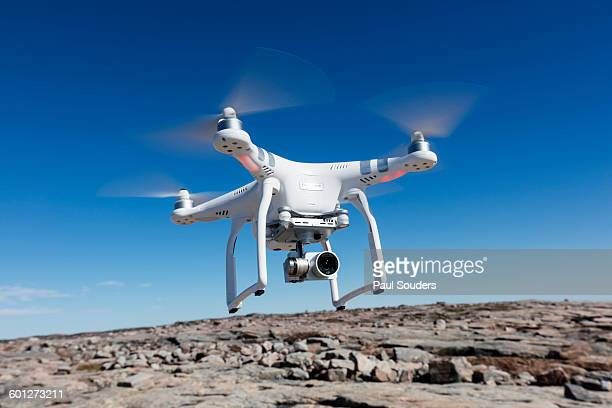 hovering drone, nunavut territory, canada - drone photos et images de collection