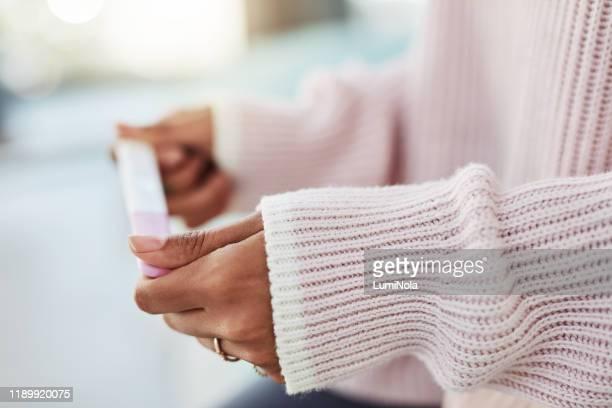 combien de temps dois-je attendre? - test de grossesse photos et images de collection