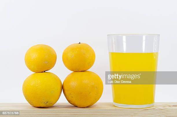 how many oranges do you need to make a glass of orange juice? - volume fluid capacity stock pictures, royalty-free photos & images