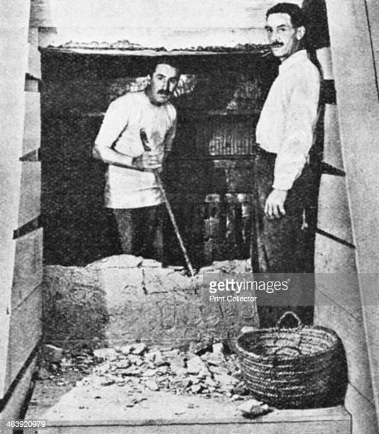 Howard Carter at the entrance to Tutankhamun's tomb Luxor Egypt 19221923 The discovery of Tutankhamun's tomb in the Valley of the Kings in 1922 by...