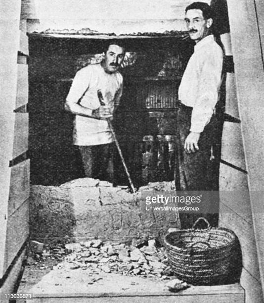 Howard Carter reached the entrance to Tut'ankhamun's tomb at Luxor 19223
