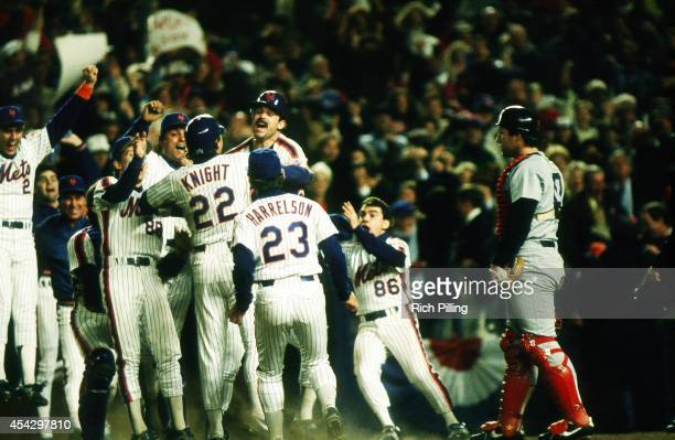Howard Johnson and the New York Mets team celebrates their victory during World Series game seven between the Boston Red Sox and New York Mets on...