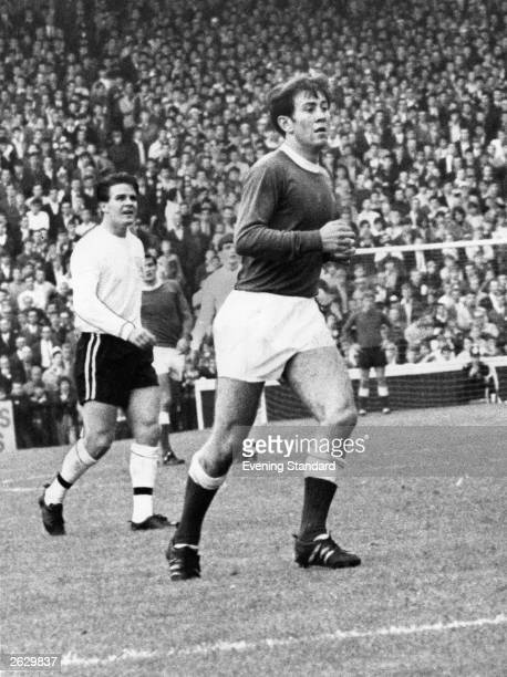 Howard Kendall in action for Everton. Original Publication: People Disc - HU0246